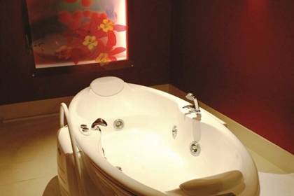 Nutfield Priory spa treatment floatation bath