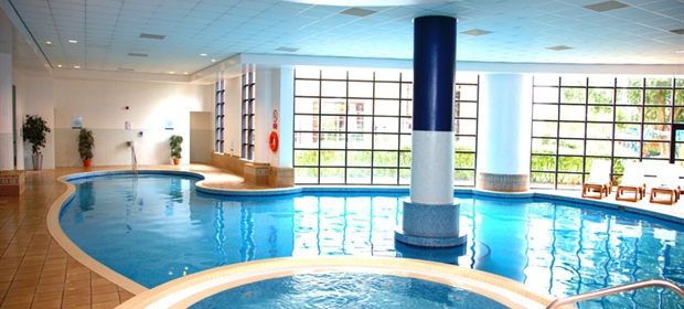 Crowne Plaza Colchester pool