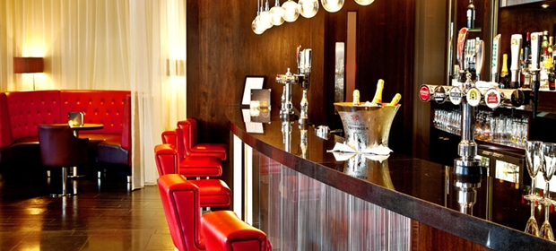 Crowne Plaza Colchester bar 1