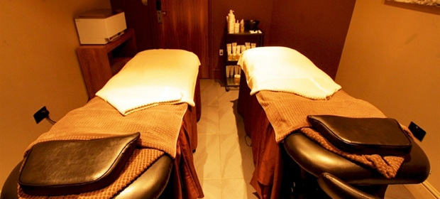 Old Thorns spa dual treatment room