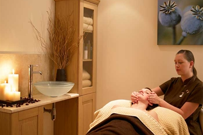 Hampshire Court spa treatment room facial