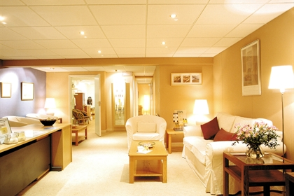 Hellidon Lakes spa reception and lounge