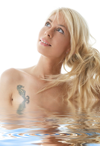 Women with tattoo in water