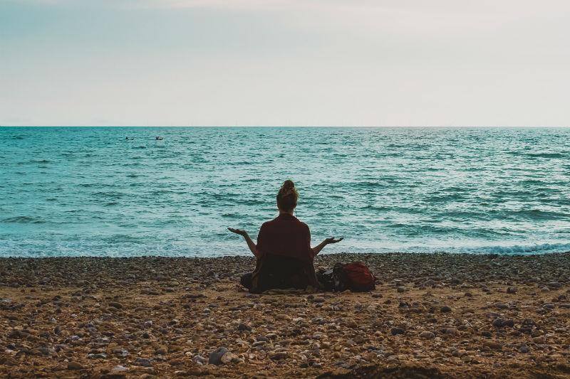 Digital detox meditating