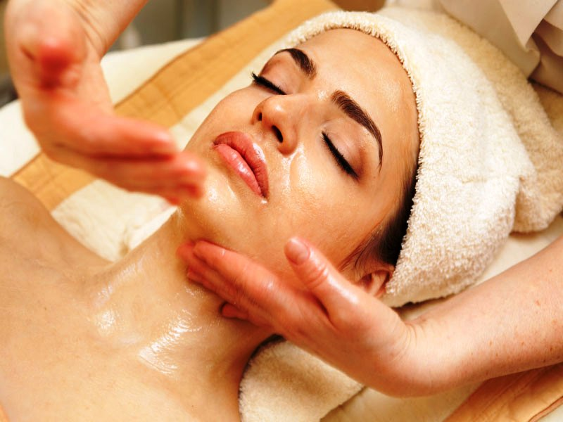 Relaxing facial each