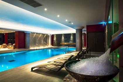 Genting hotel resorts world luxury west midlands spa - Hotels with swimming pools in birmingham ...