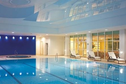 The regency park hotel luxury berkshire spa for Hotels in luton with swimming pool